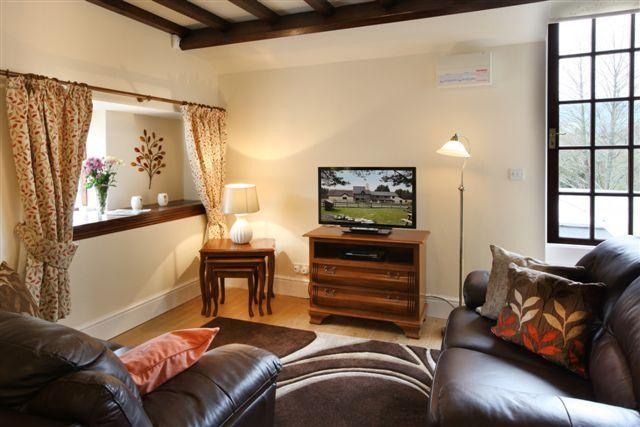 Vulcan Lodge - the Woodman Holiday Cottage, casa vacanza a Llanwrthwl