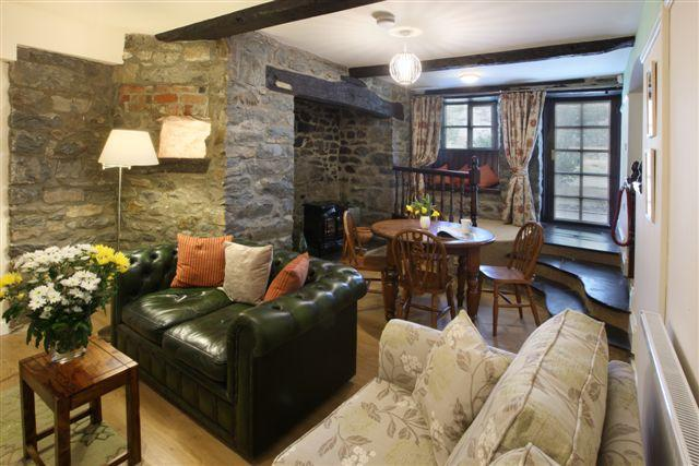 Vulcan Lodge - the Searle Holiday Cottage, casa vacanza a Llanwrthwl