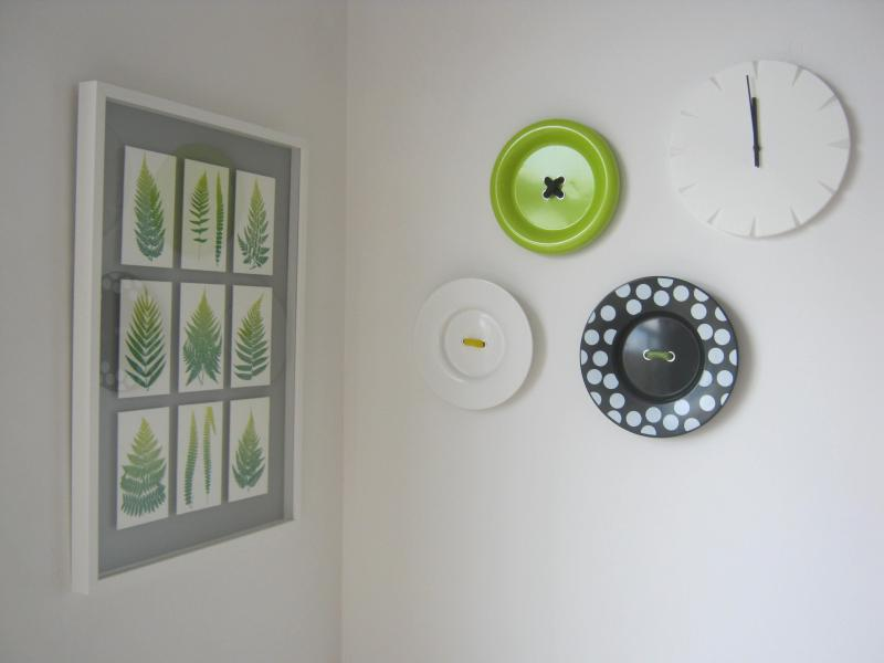 Pleasant wall decorations in living area