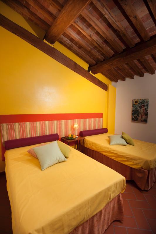 Girasole twin beds bedroom