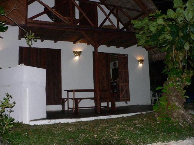 La villa Banamier de nuit .