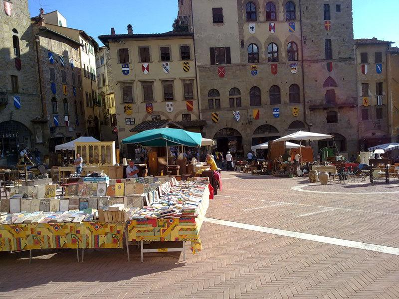 Unidade de Arezzo 30 mins - mercado antinque primeiro fim de semana do mês