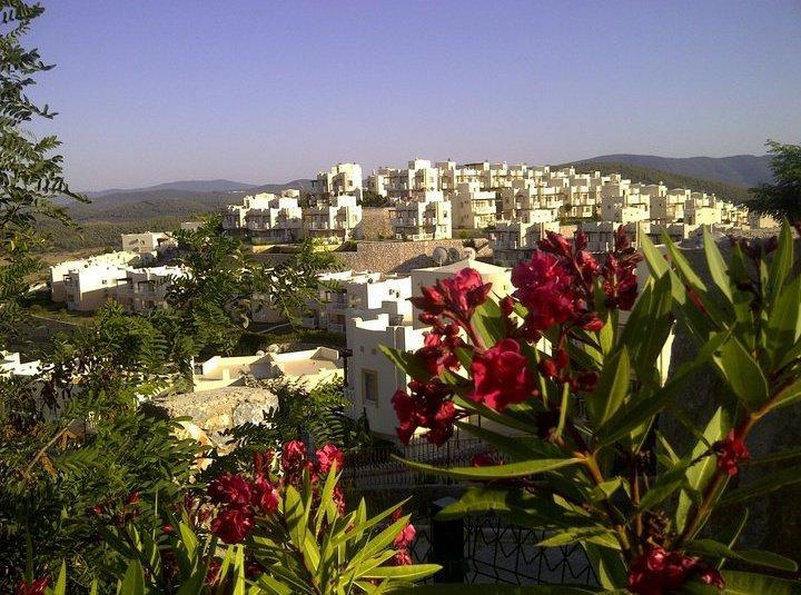 Turquoise Resort is in the Aegean Region of Turkey, stepped into a beautiful, lush green hillside.
