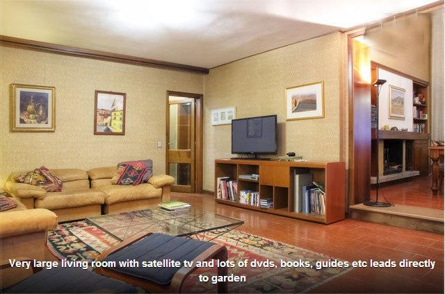 sala de estar com TV de tela plana (spp, que lhe dá TV britânica) e 3 sofás!