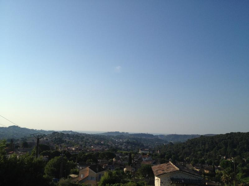 vue mer et sur les collines