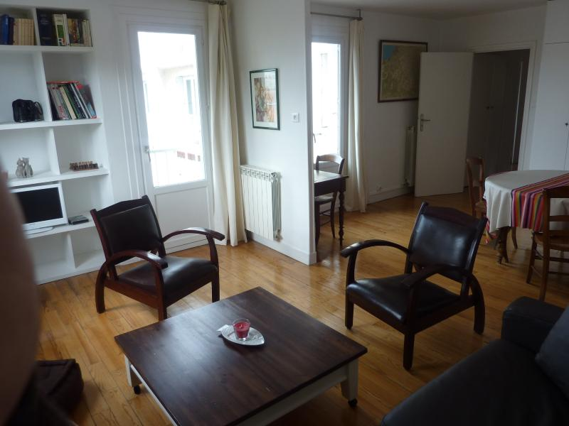 Bright, town center, beach 5mn walk wifi parking, holiday rental in Bassussarry