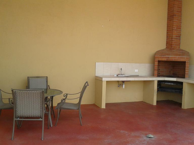 TERRACE WITH BBQ / TERRAZA CON BBQ