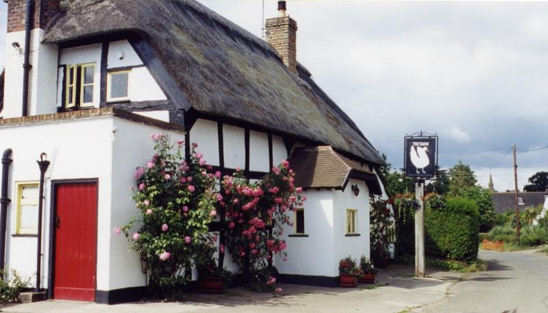 The Swan is a Freehouse.ex local beers; a walk away & serves delicious food.Thurs.is Pudding Nig