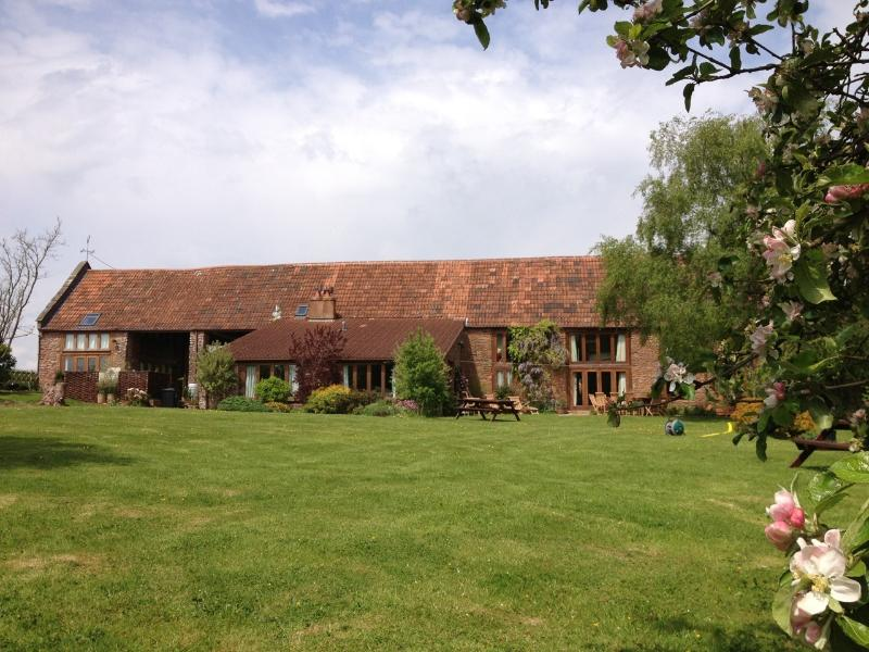 Penbridge Court Estate - Barn & 3 Cottages, location de vacances à Nether Stowey