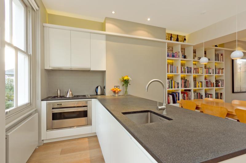 Lichte en moderne keuken