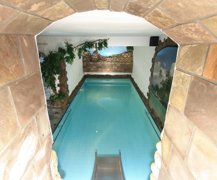 Für unsere kleinen Gäste haben wir eine Rutsche ins Schwimmbad.