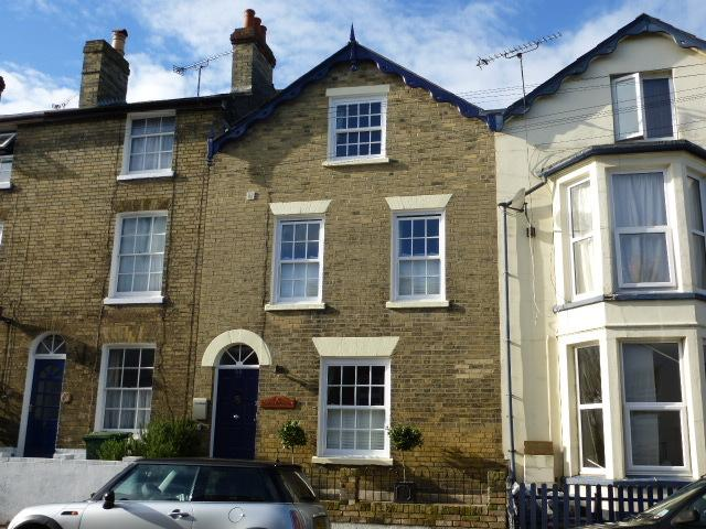 Victorian Townhouse in the heart of Cowes, comfortably accommodating 10 guests