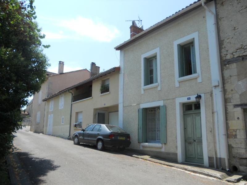 16 rue du chateau, Chalais, 16, holiday rental in Brie-sous-Chalais