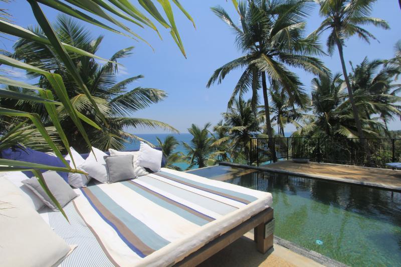 Tumbona piscina