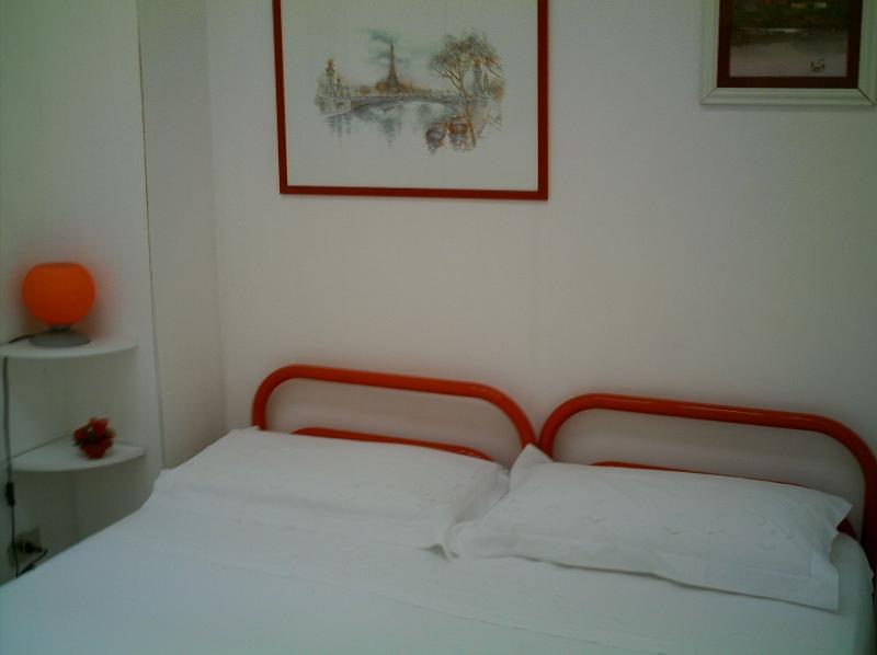 stanza matrimoniale rossa