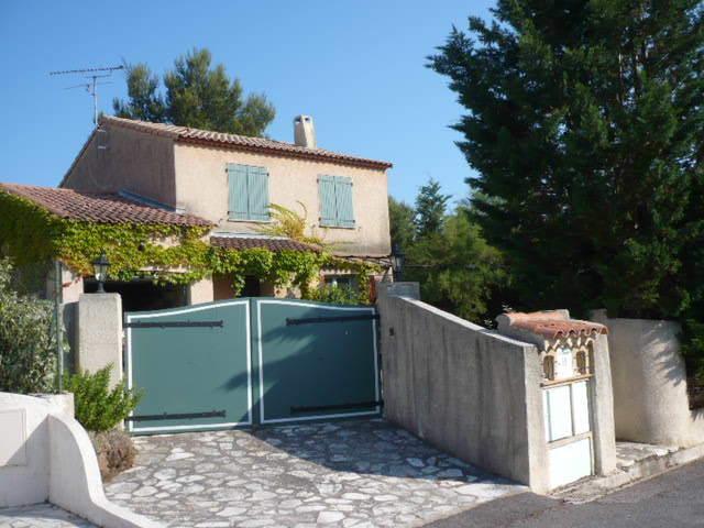 La maison vue de la route The house from the road view