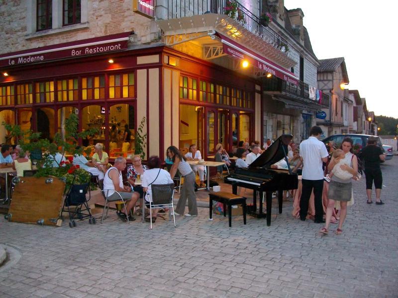 Villereal bastide village just 3 minutes strole
