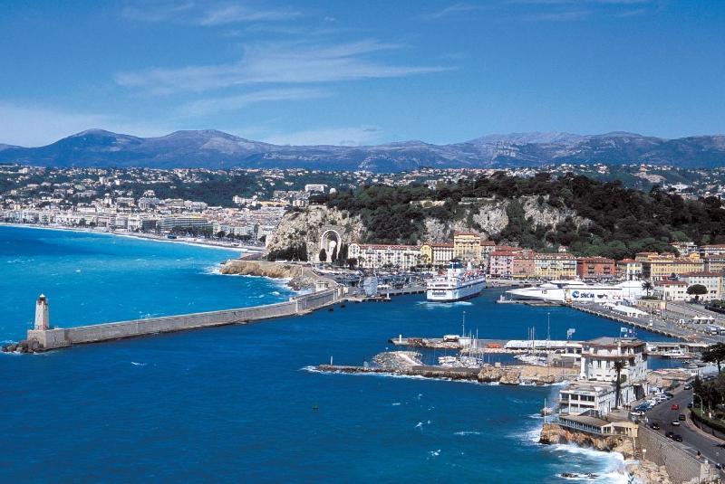 Baie des anges et vieux port de Nice.