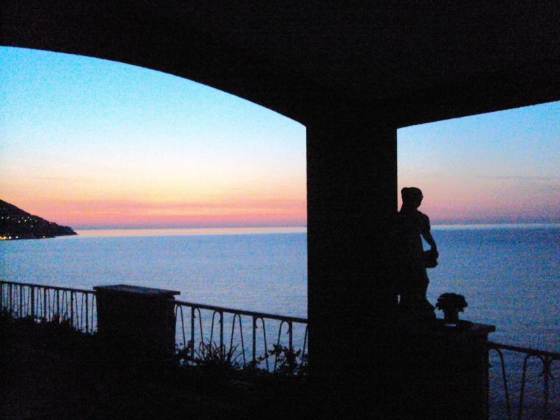 vista dal terrazzo all'albadove si vede il sole sorgere