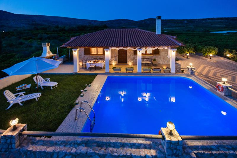 Aigli Luxury Private Villa with Pool close to the Beach & Nafplion, aluguéis de temporada em Drepano