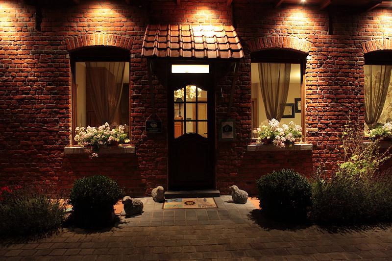 Vue de la maison la nuit