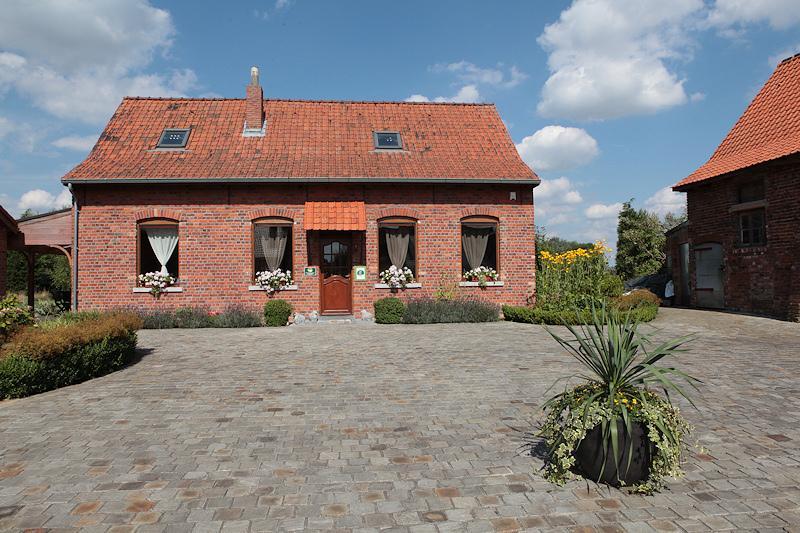 Vue de l'extérieur  façade dans la cour intérieure