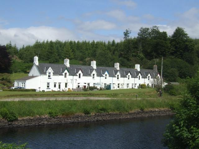 Crinan Canal Cottage on the banks of the canal