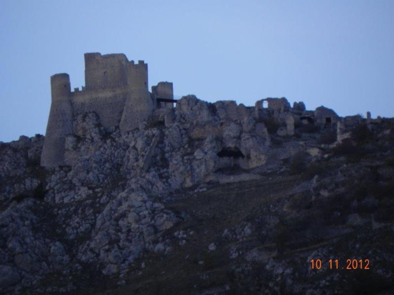 La Rocca medioevale a 1460 msl che svetta superba sulla vallata circostante per panorami mozzafiato