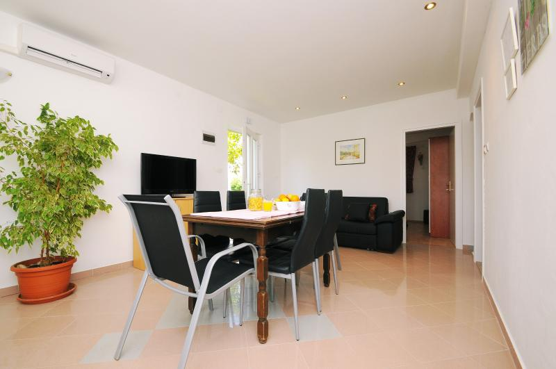 Dinning Room and Lounge