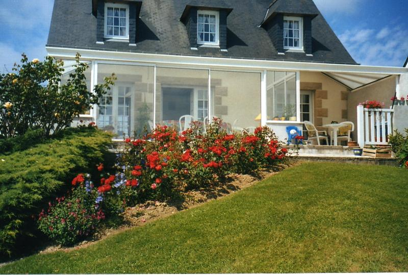 Side front garden with magnificent views of the beautiful Bay of ST MALO