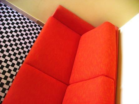 Rom-Schlaf-Startseite, Wohnzimmer. Sofa kann ein Zusatzbett