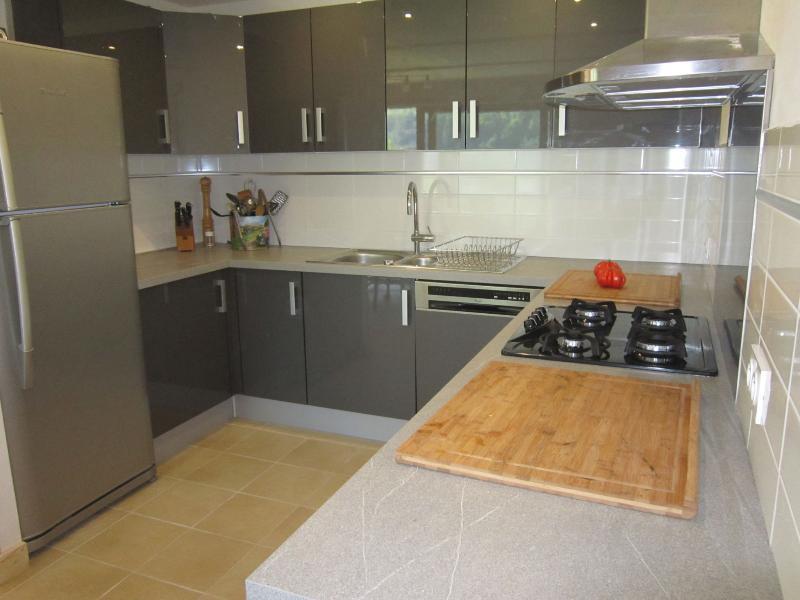 fully equiped Kitchen - Large fridge with freezer.