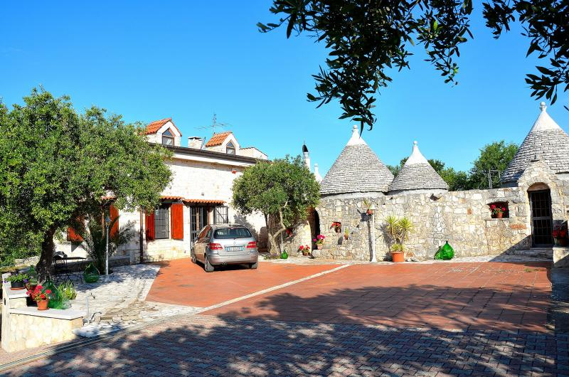 Trulli Castellana - Charming 4 bedroom trullo with pool, Wifi and air con, holiday rental in Castellana Grotte