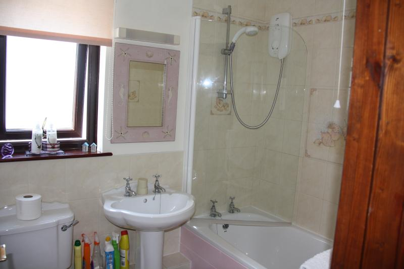 The bathroom at Honeysuckle Cottage