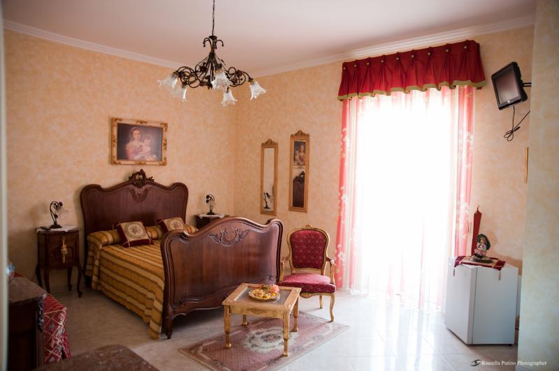 Affittacamere  La Baronessa  Yellow House, vacation rental in Montesano Salentino