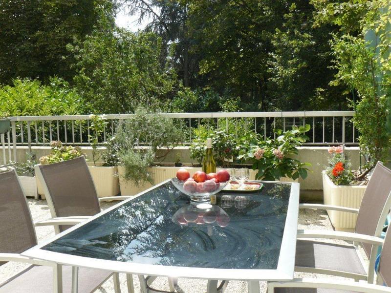 23 m2 de terraza con vistas a un parque muy grande para relajarse después de un día en París