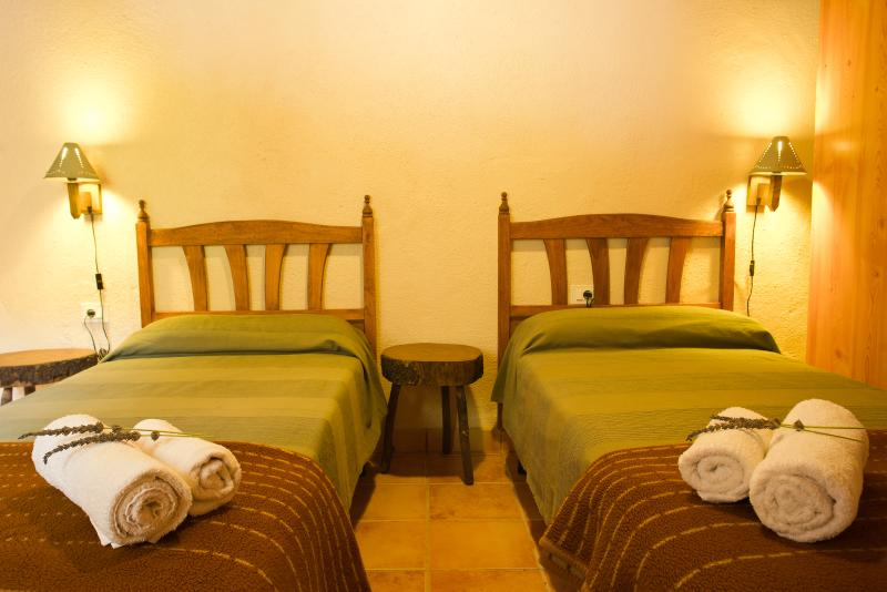 You can choose between single beds or queen size bed