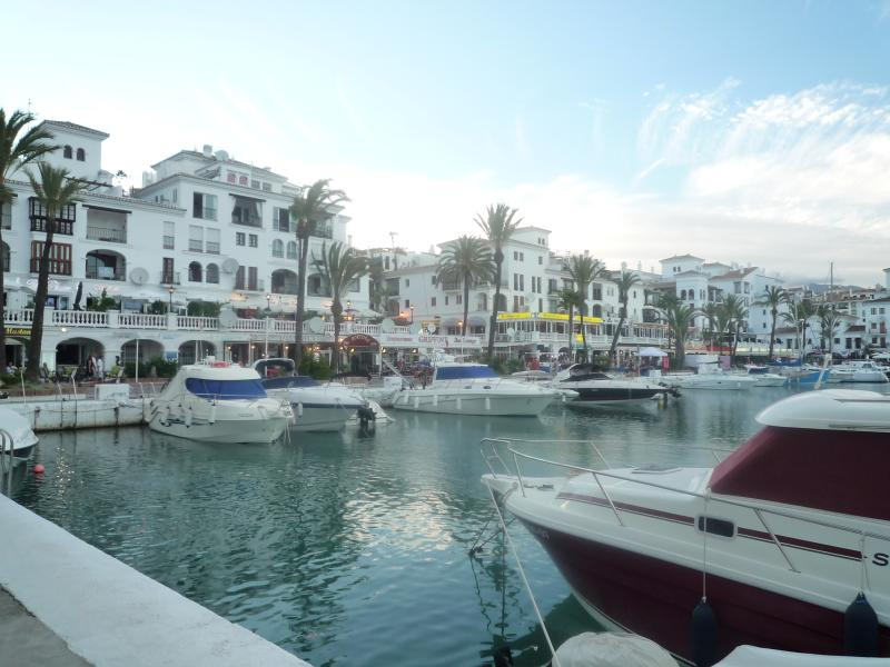 Duquesa Marina only 5-10 minutes drive away with many bars and restaurants.