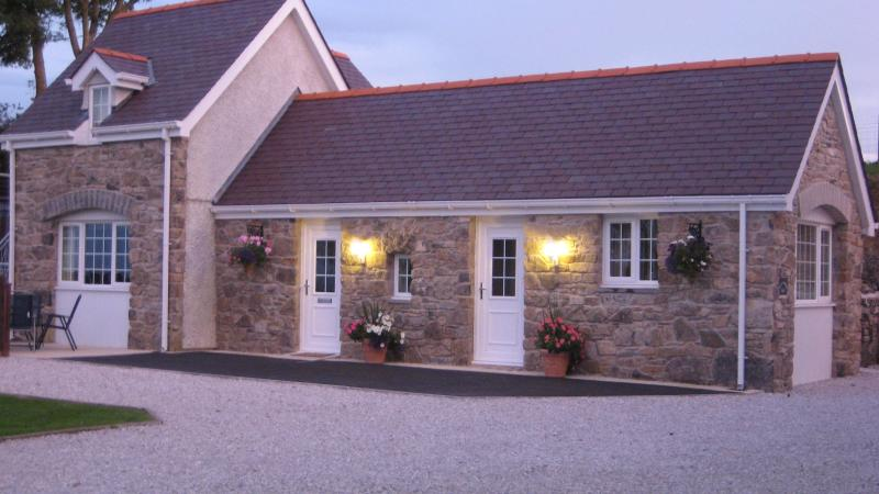 Bryn Awelon   Bach Holiday Cottage, vacation rental in Brynteg