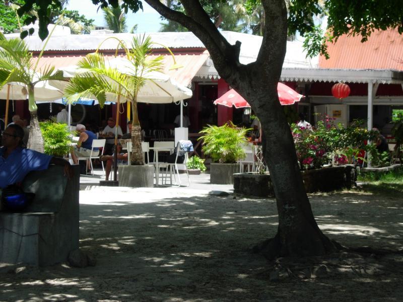 Restaurant op het strand net in de buurt.