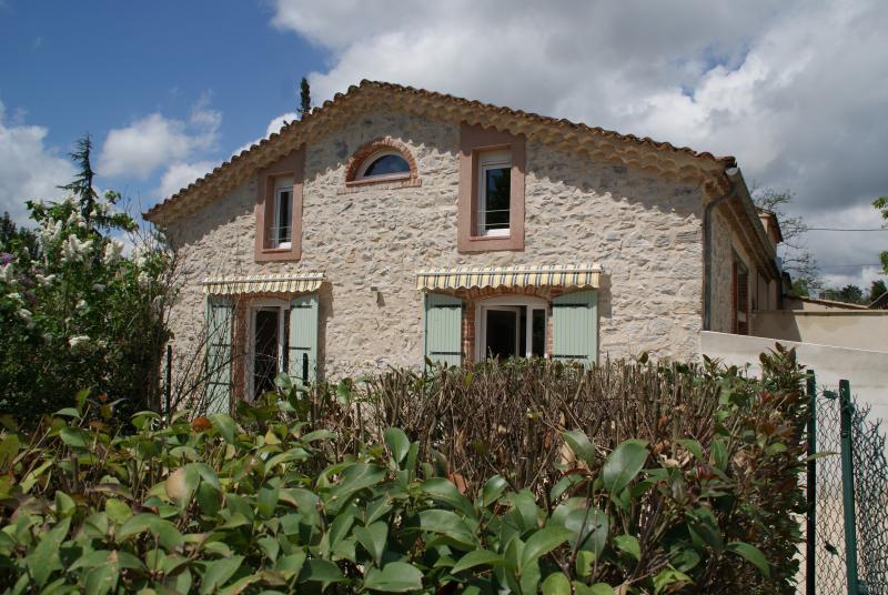 Le Gîte du Vieux Mûrier ( Coté SUD ), aluguéis de temporada em Logrian-Florian