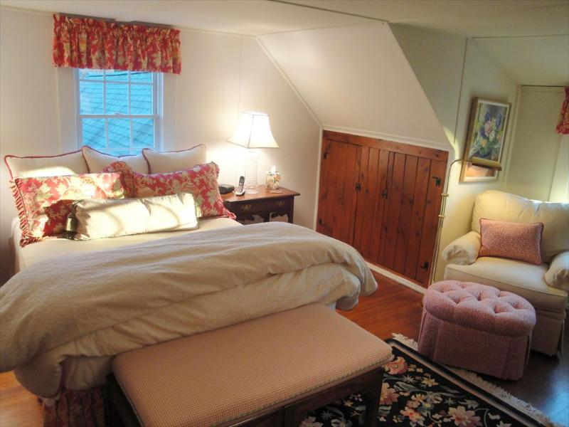 Upstairs queen bedroom