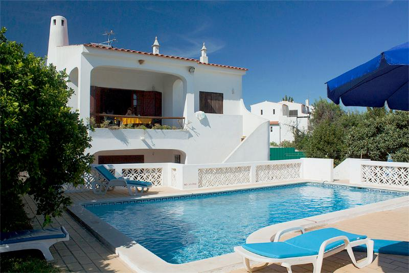 Algarve style villa with pool, holiday rental in Sesmarias