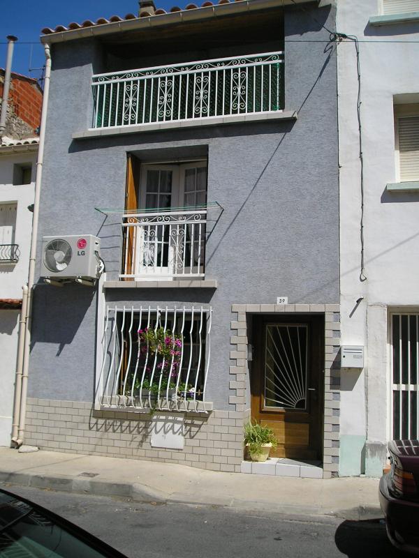 Resumen del 1er piso, edificio y segundo con terraza en alquiler