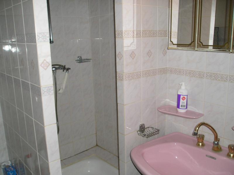 Salle de bain avec douche 2ème étage