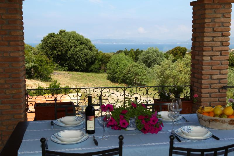 Villa Caprifogli,19th cent., large garden, sea view - Canunget, holiday rental in Alghero