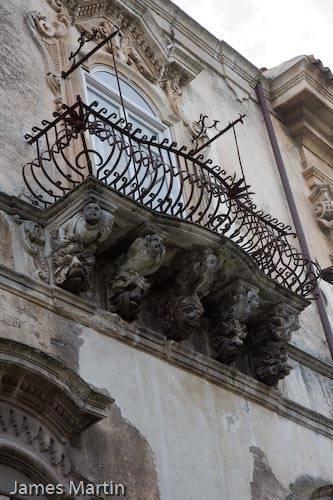 Ragusa Ibla - Typical balcony