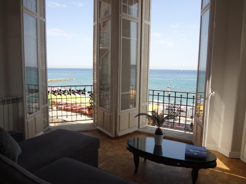 Large sitting room opposite beach, heart of town centre, amazing location