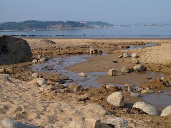 The stream and the beach of Goas Lagorn
