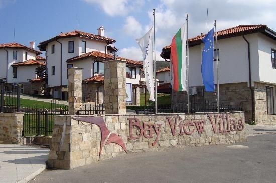 Entrée Bay View Village